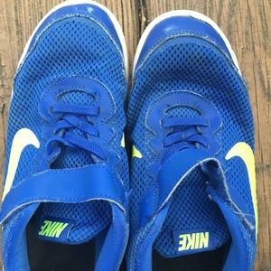 Nike and sketchers: 2 pairs of boys shoes